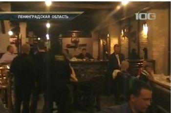 В Луге полиция и ФСКН вторглись в ночные клубы, чтобы проверить посетителей на 'наркотики'